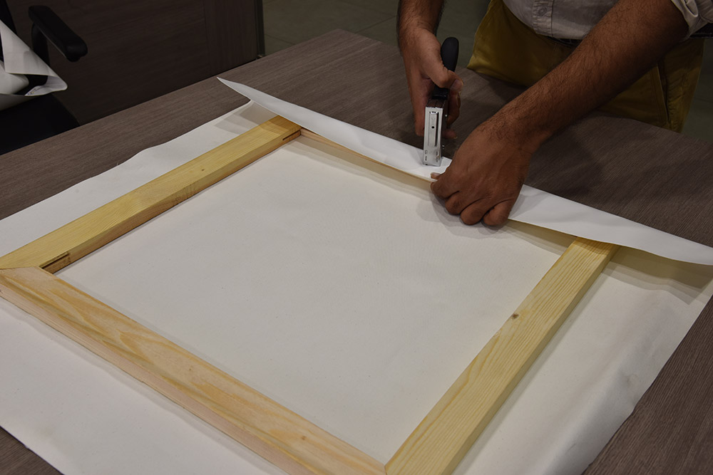How to Stretch a Canvas Print Over a Frame